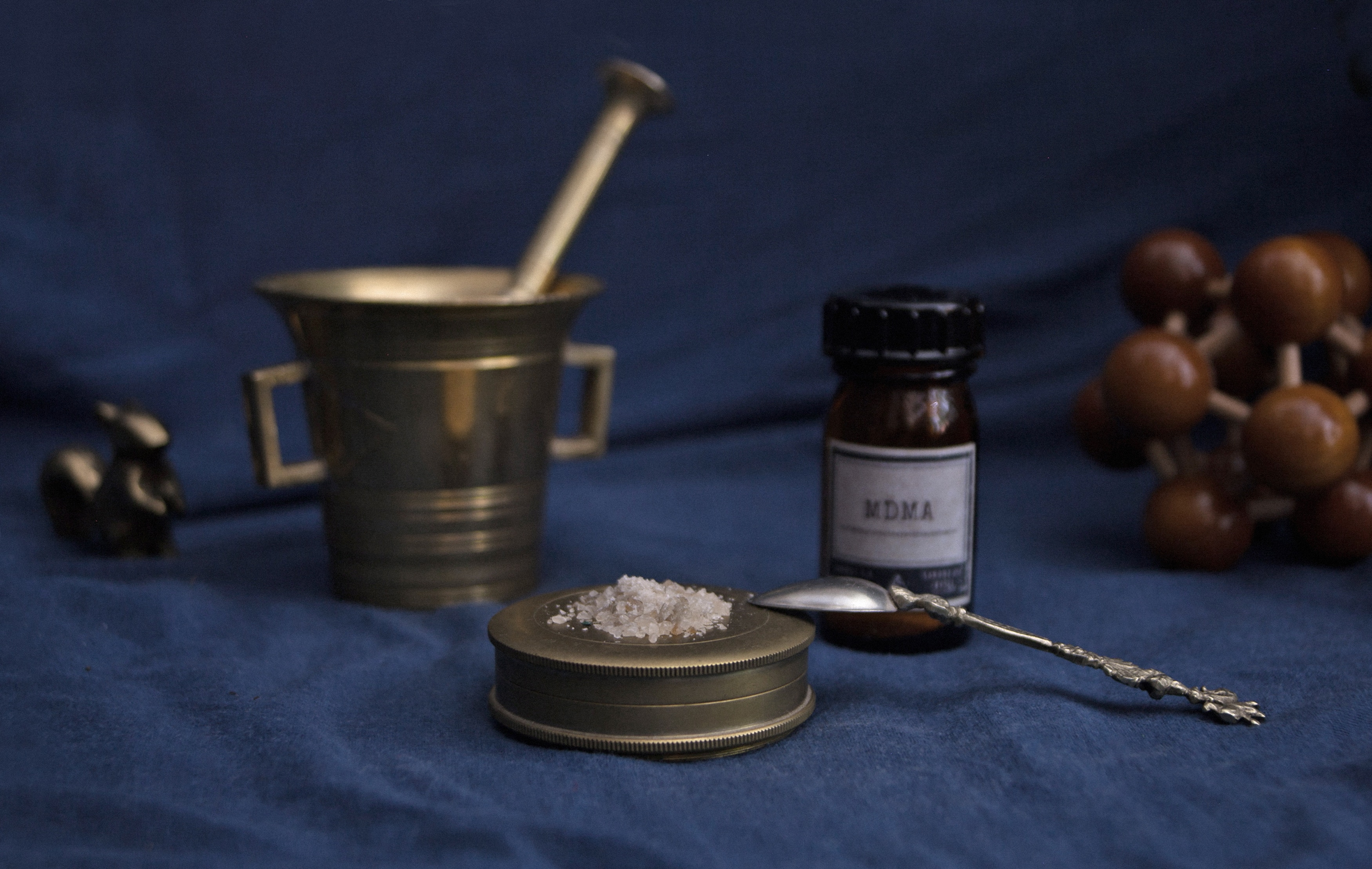 history of drugs in the US - Mortar, pestle and powdered MDMA