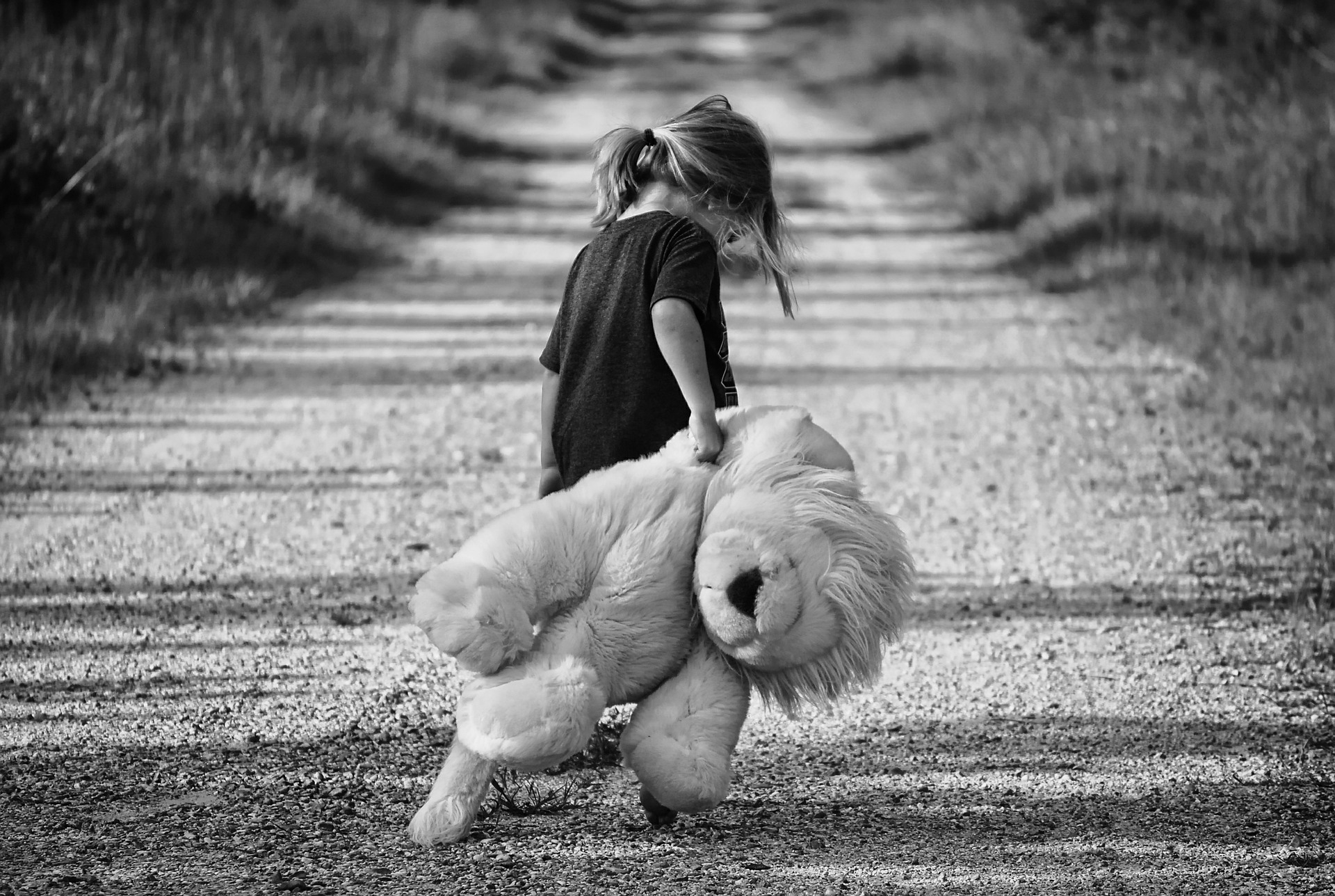 child abandonment in Arizona - girl alone holding stuffed animal