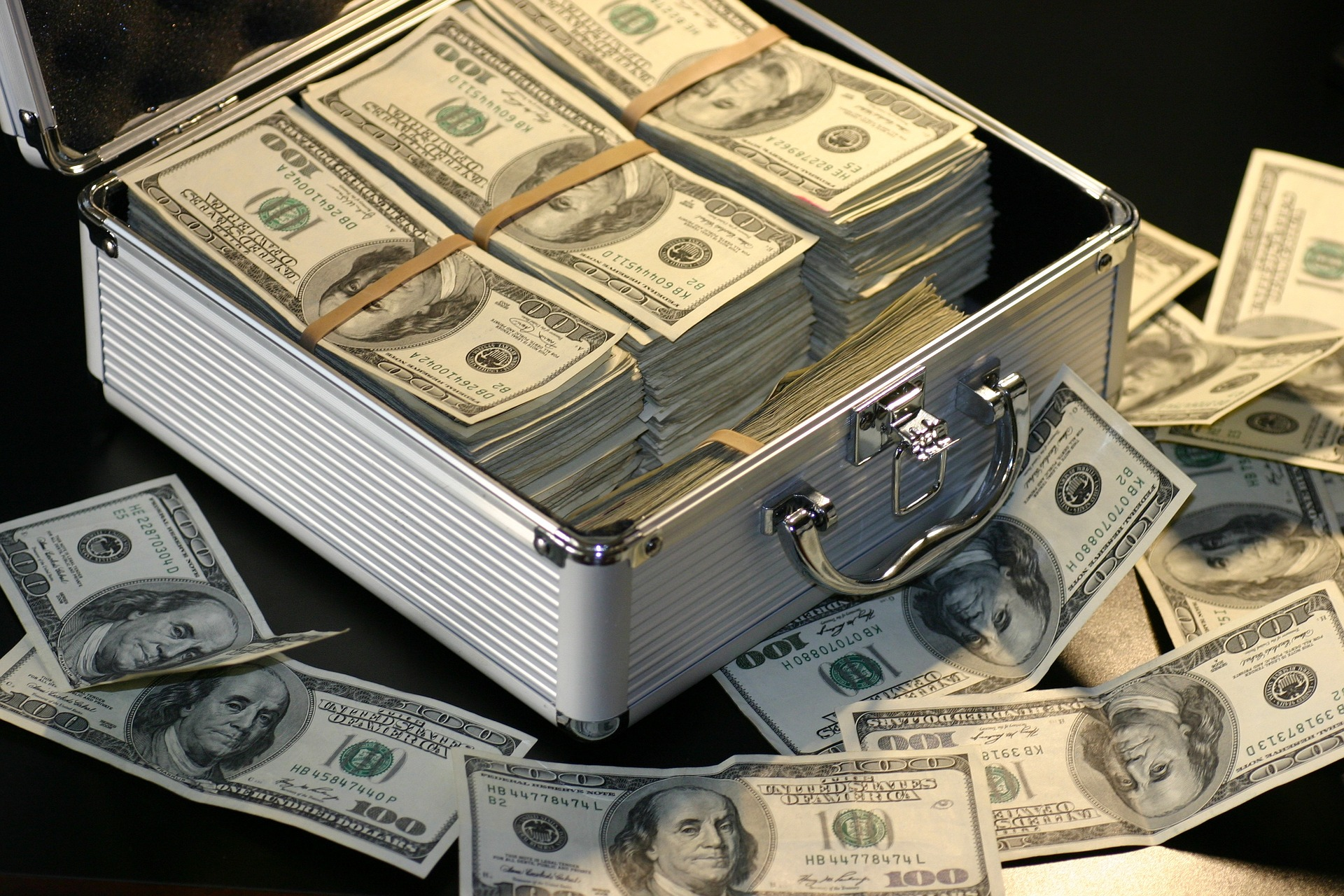 arizona bail rules - briefcase of money