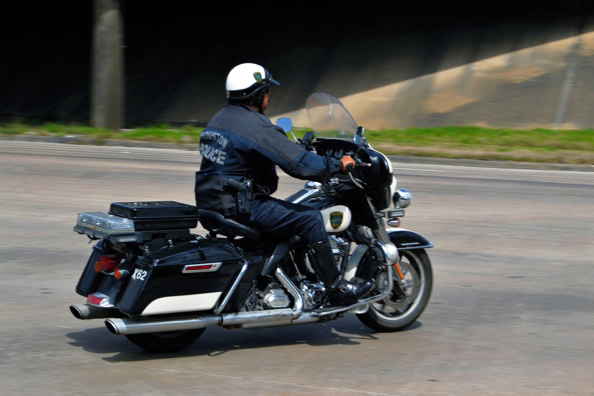 phoenix traffic violation lawyer - cop on a motorcycle
