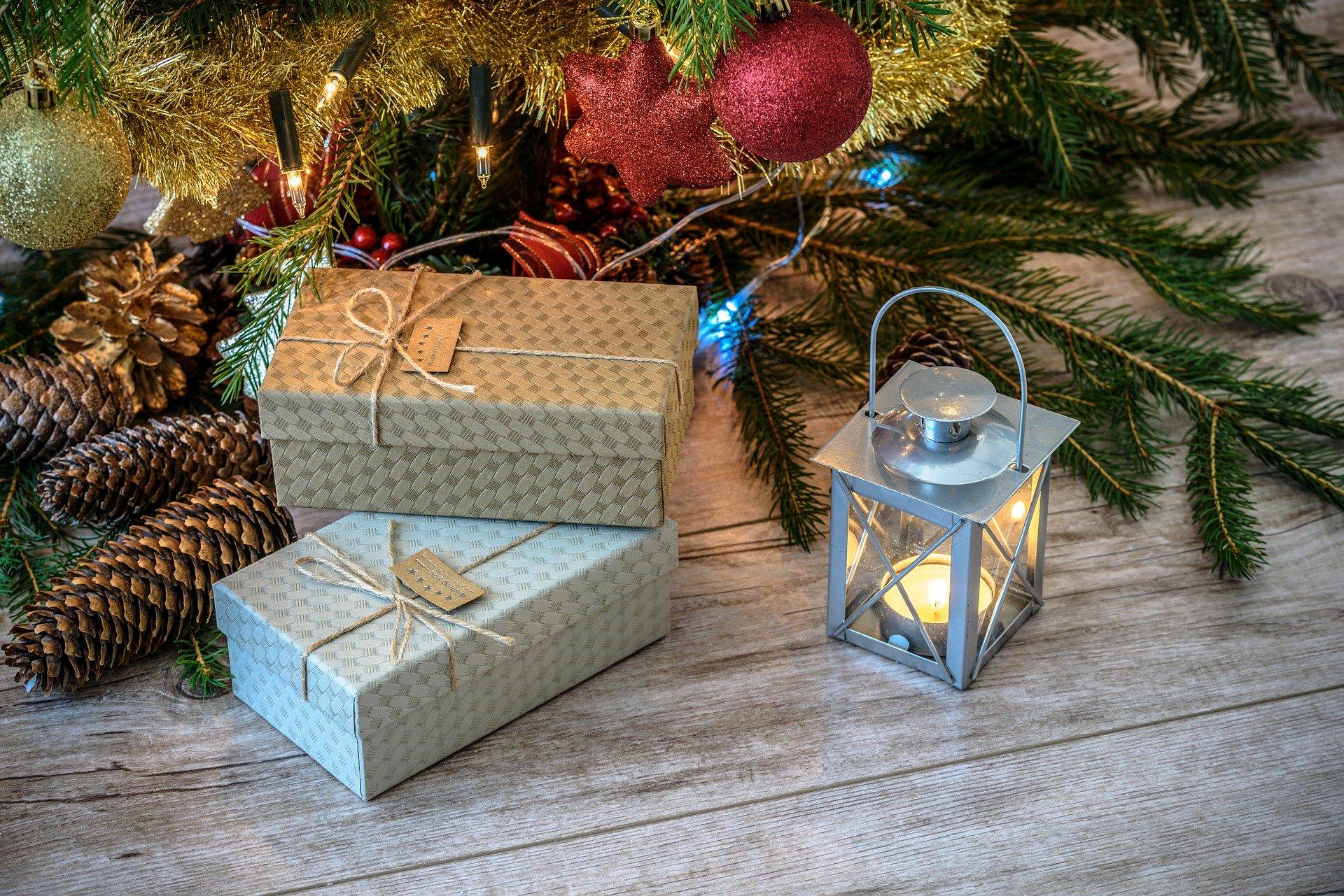 seasonal crime statistics - christmas tree and presents